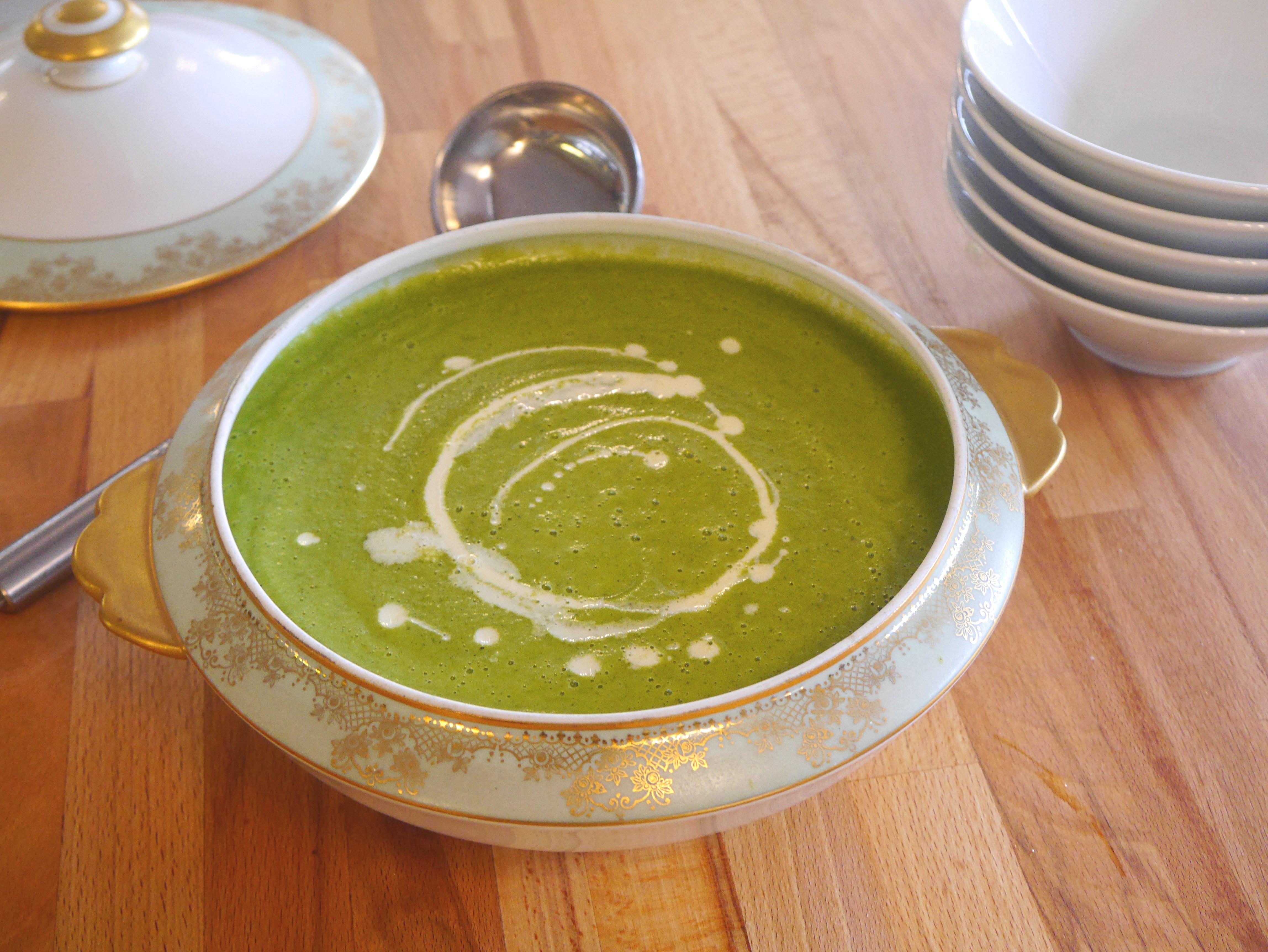 Courgette, pea & mint soup